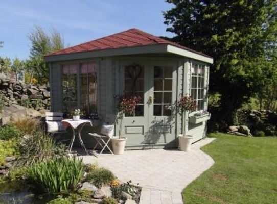 Georgian Corner Summerhouse with red felt shingled roof
