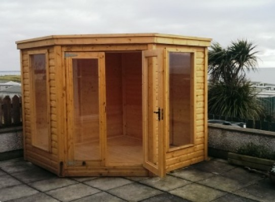 Corner summerhouse with double doors and full length windows